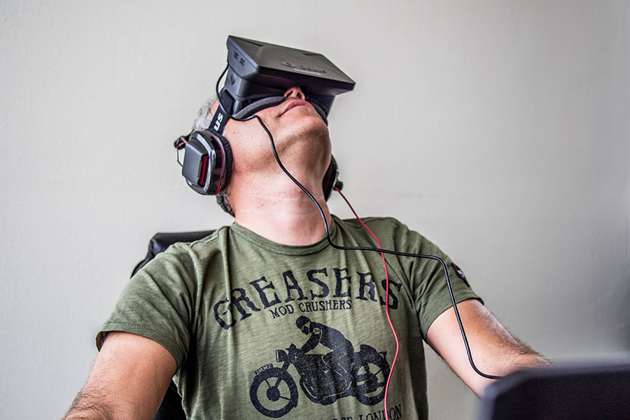 A man wearing a VR headset. Source: Wikimedia Commons.